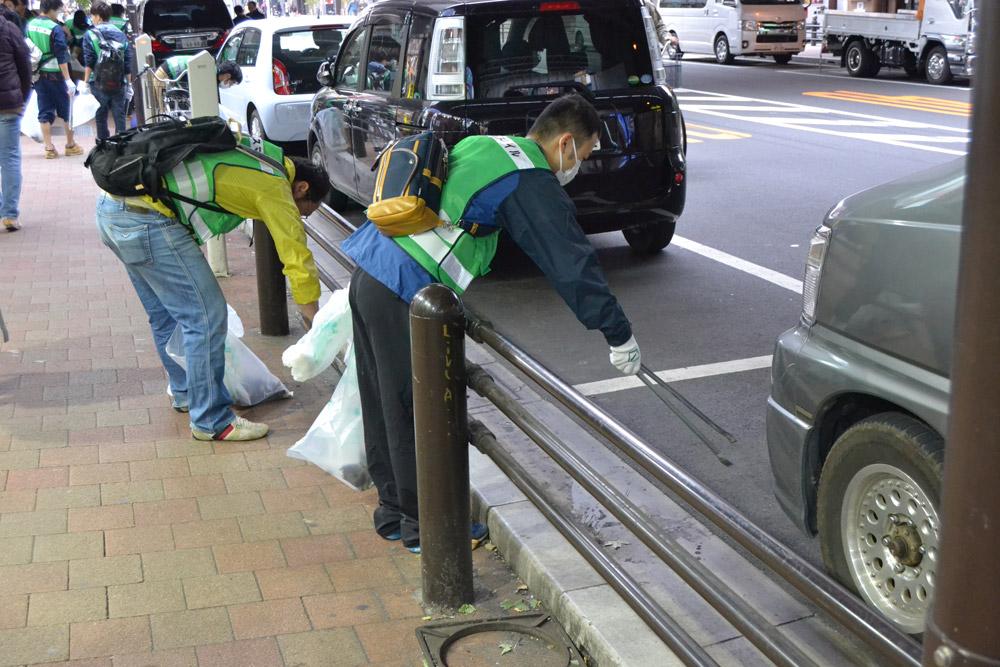 Улични чистачи в Токио