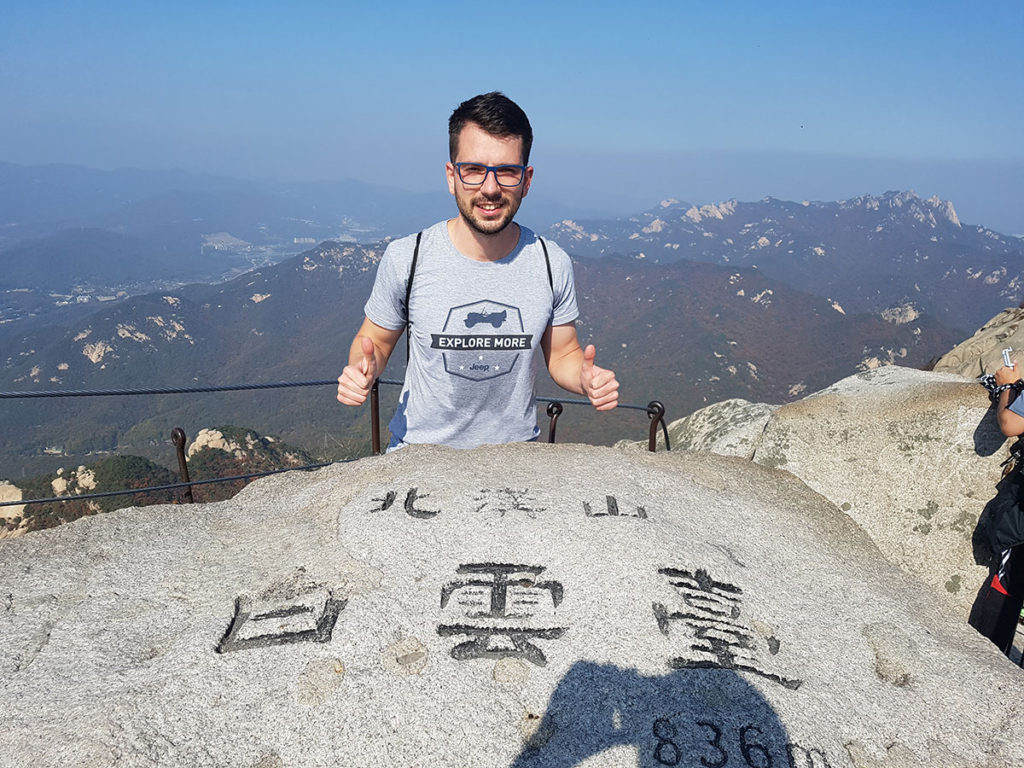 На върха на Baegundae Peak