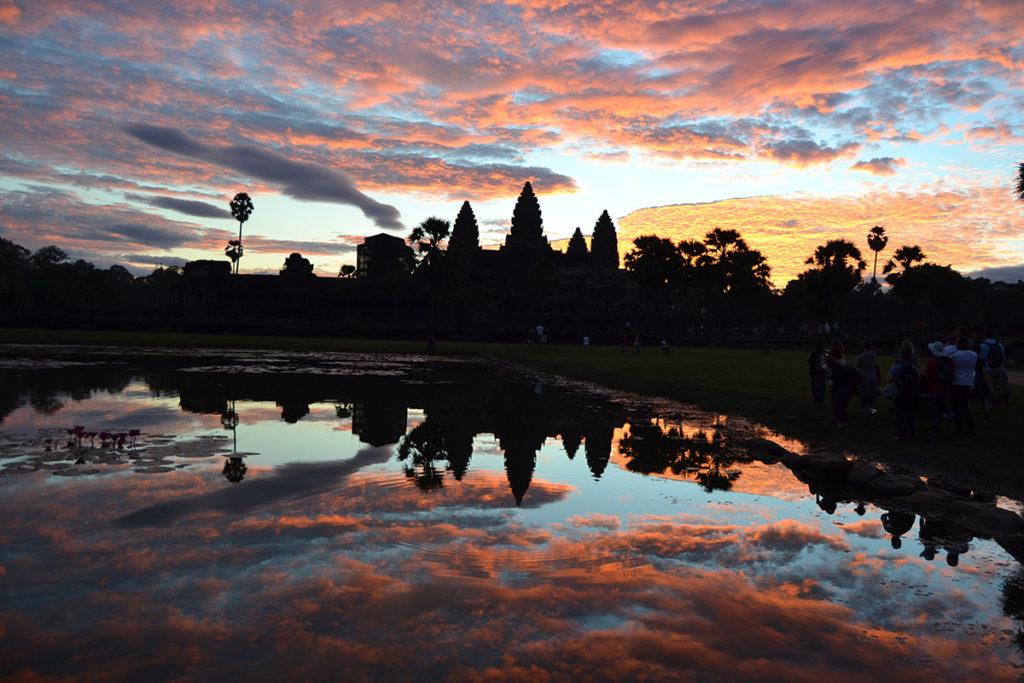 Изгрев пред храма Ангкор Ват