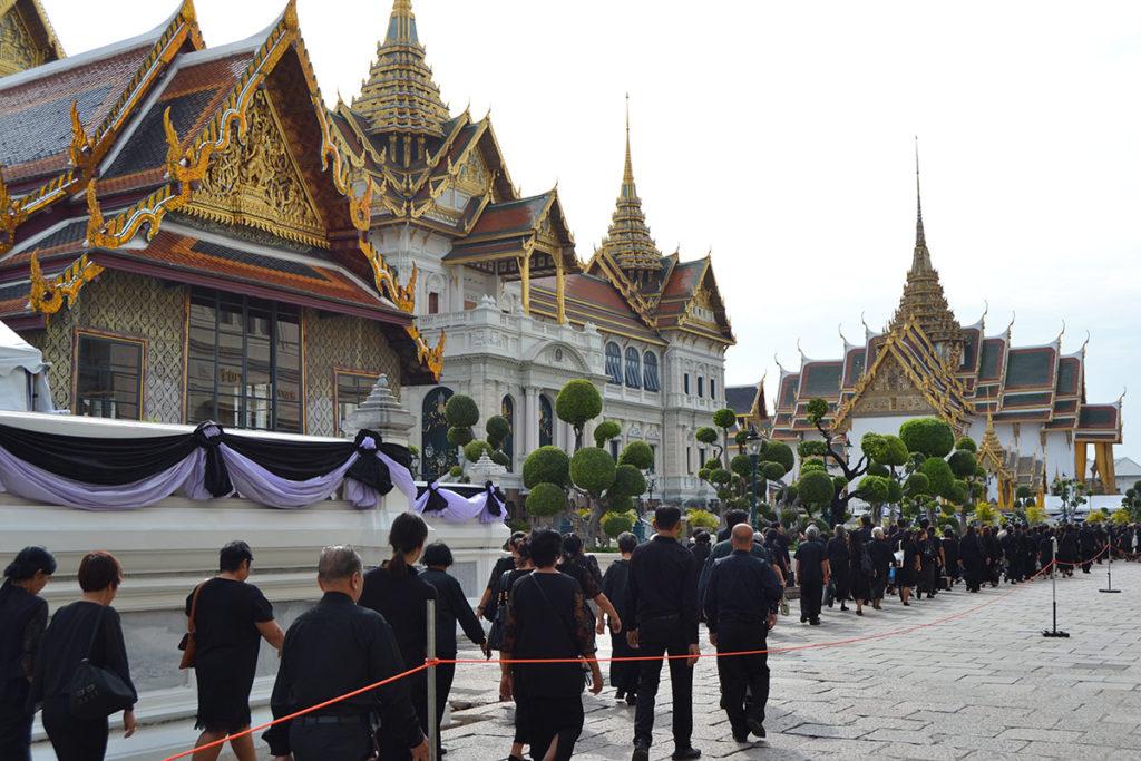 Траурна процесия в Кралския дворец в Банкок